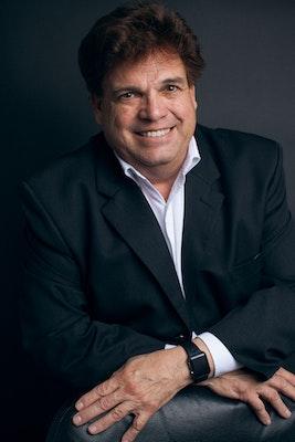 Robert Souza's avatar